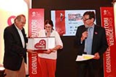 Luigi Abete delivers the BNL People Choice Award